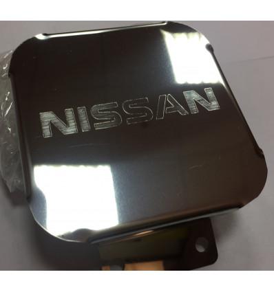 Заглушка на фаркоп с логотипом Nissan