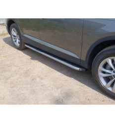 Пороги алюминиевые с пластиковой накладкой (карбон серебро) на Audi Q7 AUDIQ715-01SL