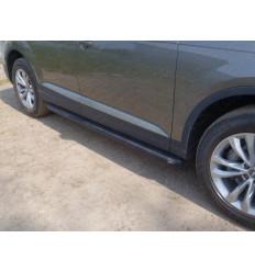 Пороги алюминиевые с пластиковой накладкой (карбон черные)  на Audi Q7 AUDIQ715-01BL