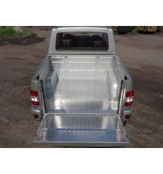 Защитный алюминиевый вкладыш в кузов автомобиля (дно, борт) на УАЗ Патриот UAZPIC2016-03